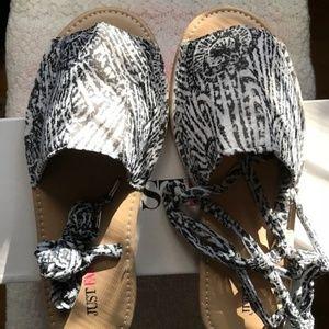 Just Fab Gysella Sandal - Size 9